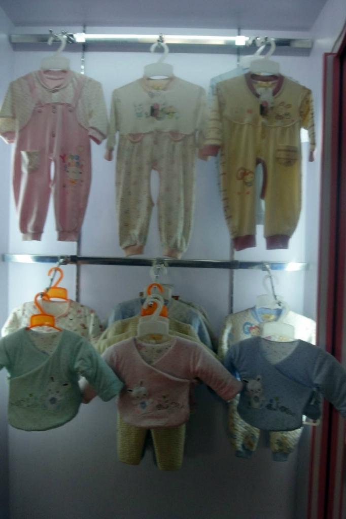 供应简单时尚婴幼儿服装,欢迎惠顾